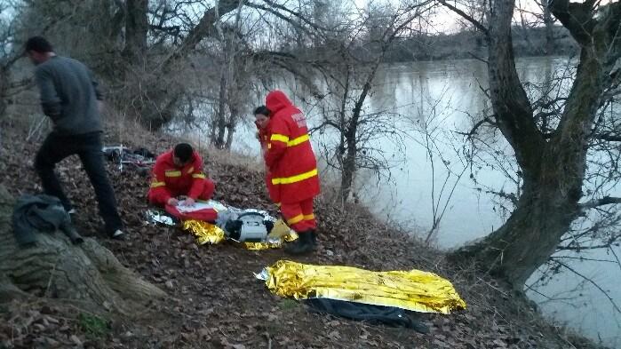Pompierii continuă căutările persoanei înghițite de apele Someșului