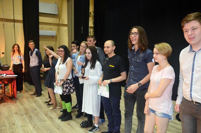 Trupa M.E.E.M. din Carei câștigă 6 premii la Festivalul de Teatru pentru liceeni (Foto)