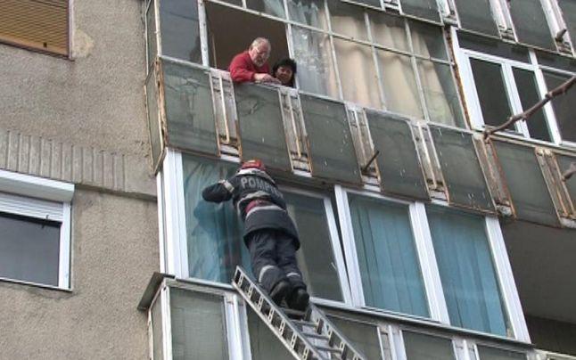 Femeie de 77 de ani, salvată de pompieri