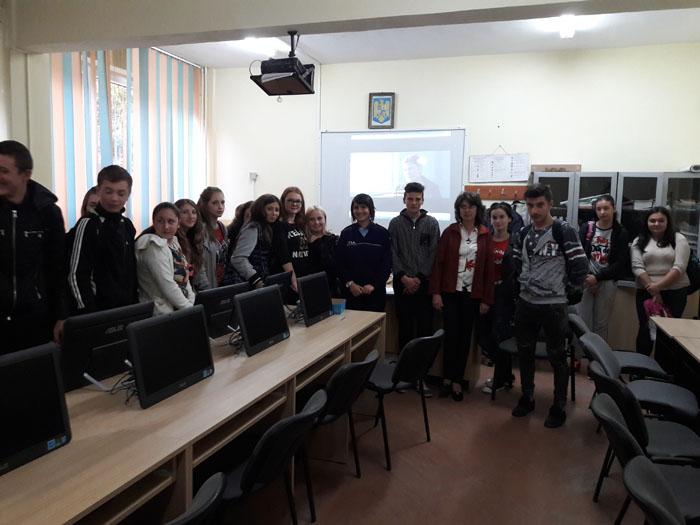"""Campania """"Aripi Frânte"""" la Liceul """"George Emil Palade"""" din Satu Mare"""