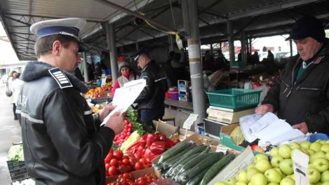 Razii în piețe. Ce caută polițiștii