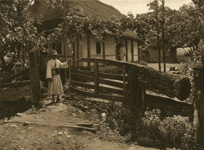 Cu harti vechi de 100 de ani prin Romania de astazi. Tara Oasului vazuta prin obiectivul unui fotograf neamt
