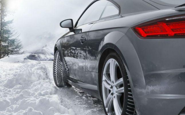 Cum să controlezi mașina când derapează pe gheață