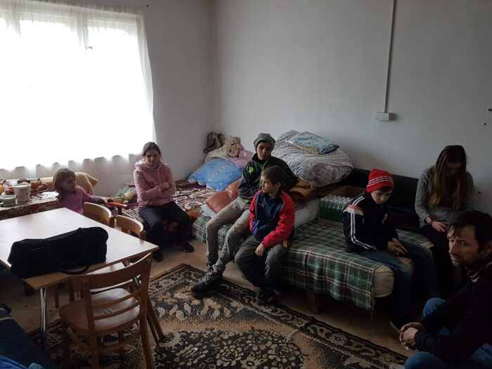 Tot mai multi oameni ajuta familia din Tataresti ! S-au strans peste 10.000 de euro !
