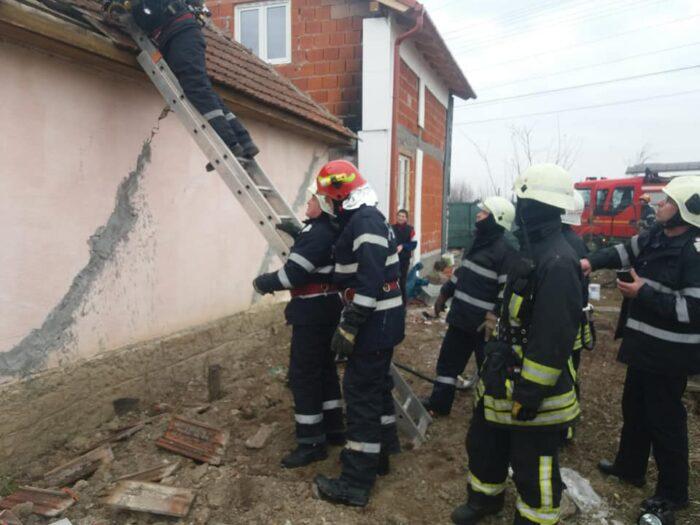 Cos de fum in flacari. Pompierii au intervenit (Foto)