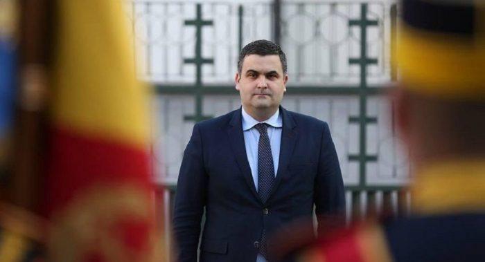 Protest public al ministrului Apărării, Gabriel Leș, împotriva antiromânismului liberal de la Oradea