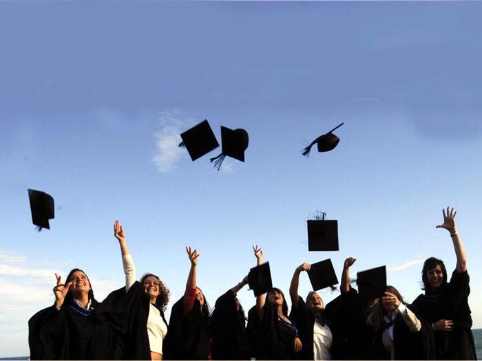 Ești proaspăt absolvent? Iată ce ai de făcut!