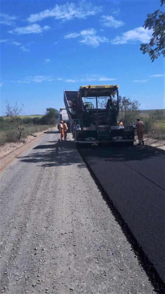 """Cine zicea că nu se fac asfaltări în județ? Dar nu, nici vorbă să fie """"autostrada Codrului"""" (galerie foto)"""