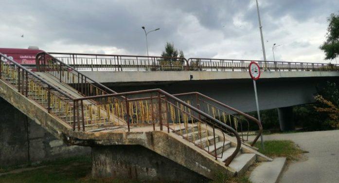 """Periculosul """"mărunțiș"""" ignorat de Primăria Satu Mare la reabilitarea aproximativă a podului Decebal (galerie foto)"""
