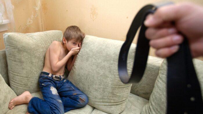 Copii sătmăreni, îmbătați pentru a fi bătuți în timpul unor filmări făcute în județ de doi germani. Poliția anchetează cazul