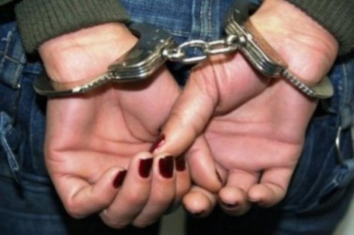 Hoață prinsă de polițiști în timp ce fura