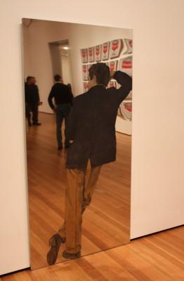 MoMAssa. Huom Warhol taustalla