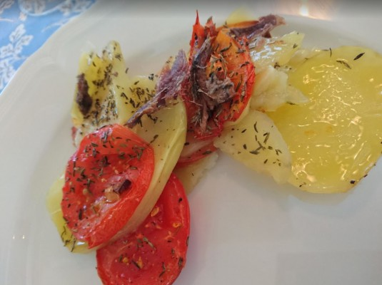 Tomaatti-perunavuoka
