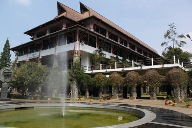 Biografi Soekarno tentang Pendidikan Technische Hoge School