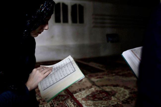 Amalan Untuk Ibu Hamil Selalu Membaca Al Quran