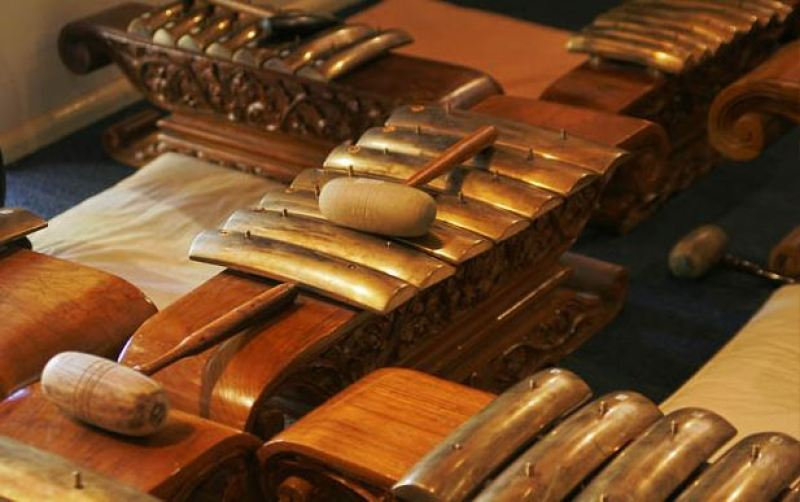 saron alat musik tradisional