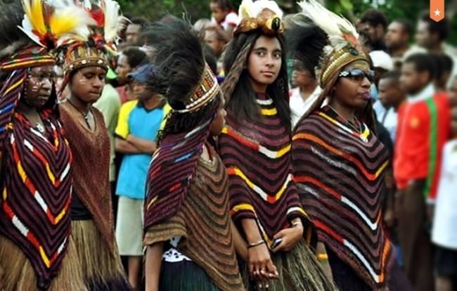 Pakaian Adat Wanita Papua