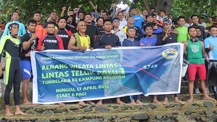 Gubernur Sulawesi Tengah Melepas Renang Wisata Lintas Teluk Palu 1