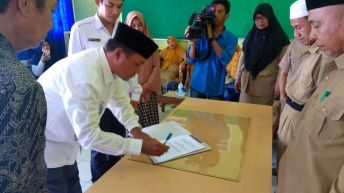 Ketua Komda Alkhaerat Touna Resmikan Usaha Foto Copy