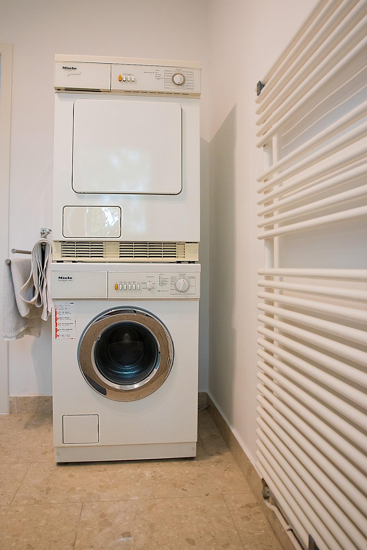 Ein Kondenstrockner erstart dir viel Zeit. Einige Modelle sind sogar Trockner und Waschmaschine in einem.
