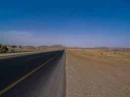 Road between Najran and Dhahran Al-Janub (photo: Florent Egal)