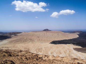 1,5 km wide crater of Jebel Bayda (photo: Florent Egal)