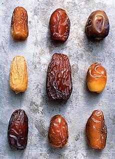 halawy, khalasah, barhi, thoory, medjool, zahidi, derrie, khadrawy, and deglet noor.