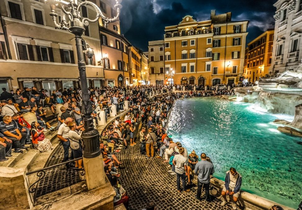 trevi fountain tourists