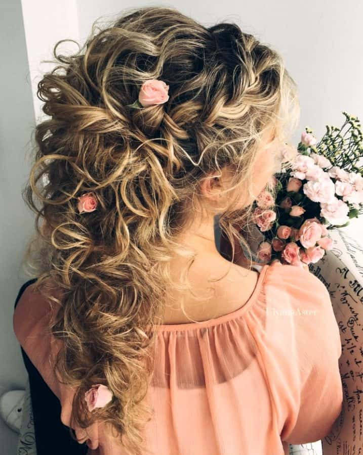 Inspirationen Festliche Frisuren Locken Half-Up Half-Down Locken mit Blumen