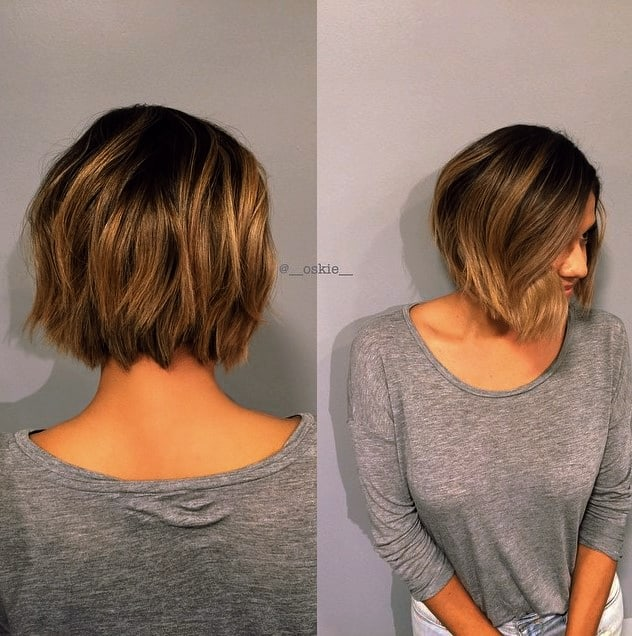Mittellanger geschichteter Haarschnitt