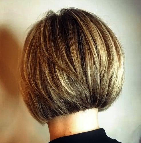 Neuer Frisuren Bob Kurz Gestuft Kurzer geschichteter Bob mit genauen Kanten