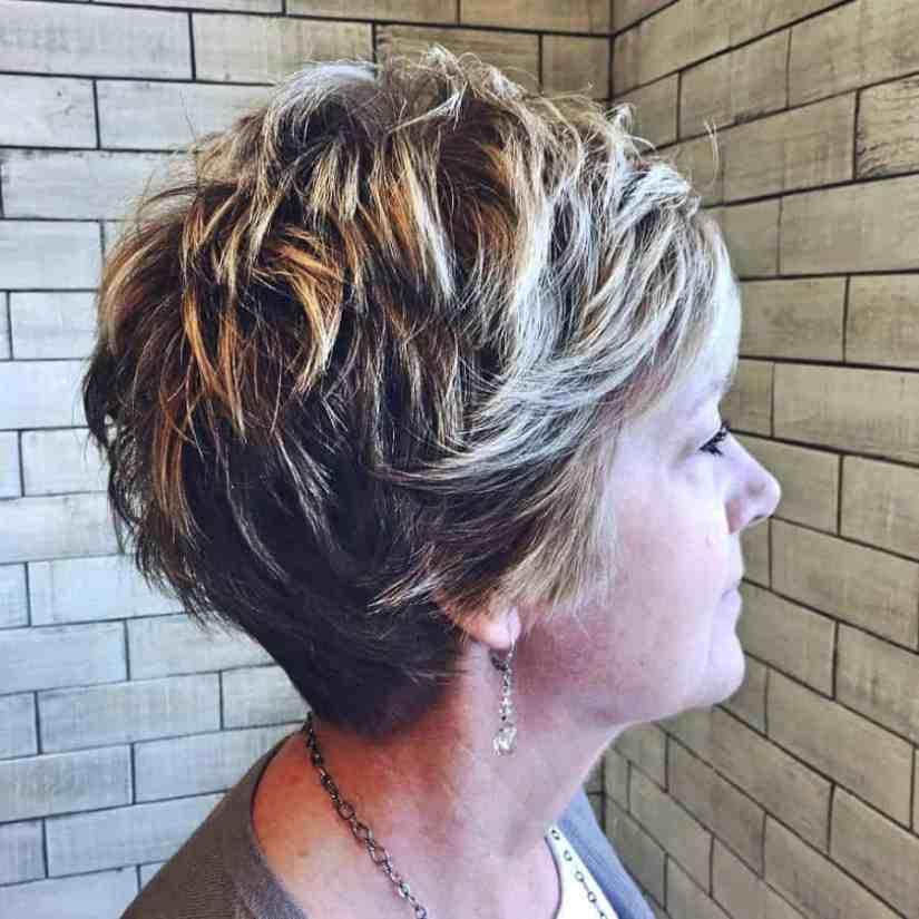 Wunderschönen Frisuren Frauen ab 50 Kurz blonde Pixie geschnitten