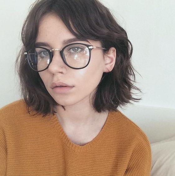 Top Pony Frisuren für Brillenträgerinnen Ideen Mit Pony zurückgezogen