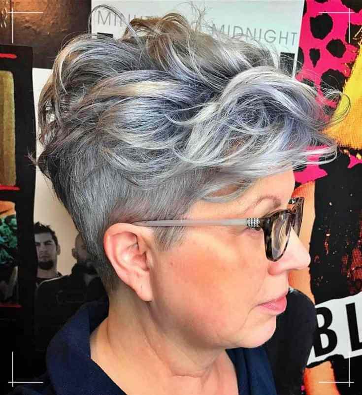 Freche Kurzhaarfrisuren für Brillenträgerinnen