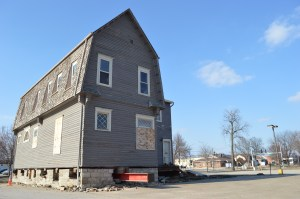 Goodwin House Moving of Washington, Iowa, has already installed cross beams and lifted the historic Brewer House in preparation for the 10-block move. (photo/Cindy Hadish)