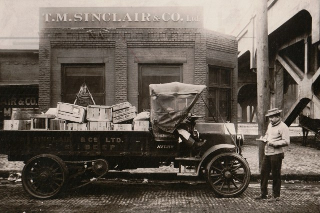 Former packing house workers invited to share photos at collection event