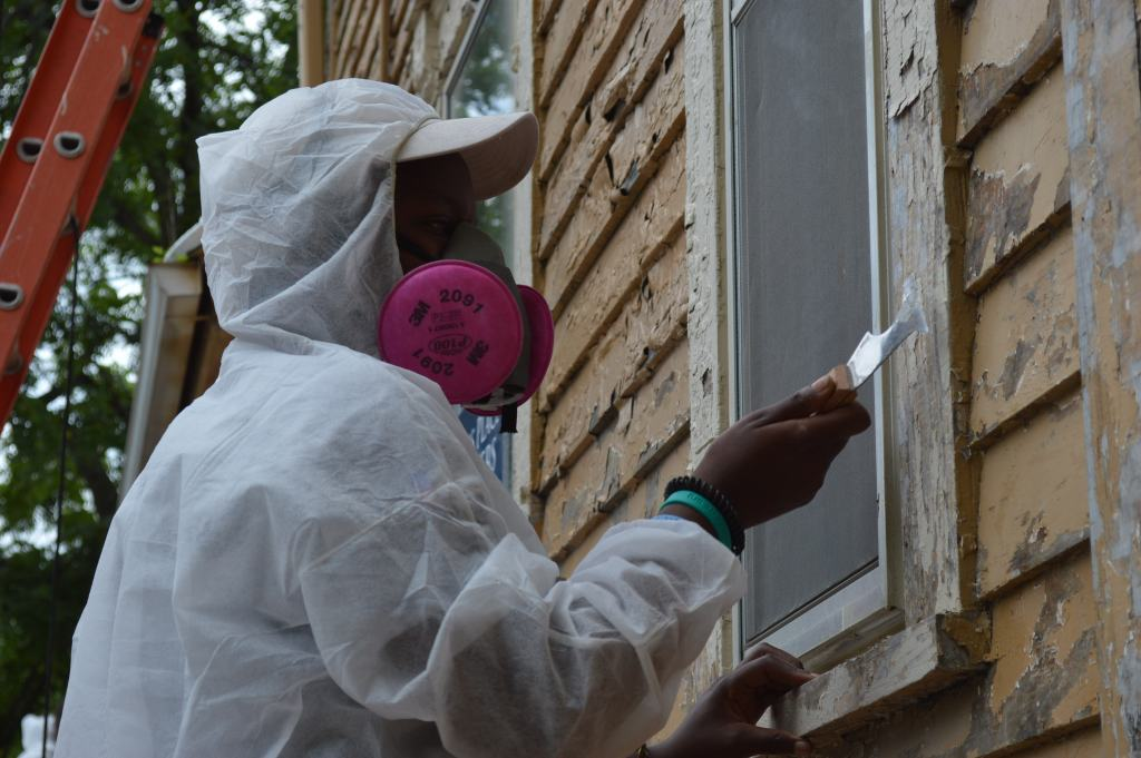 AmeriCorps members give boost to Frankie House project