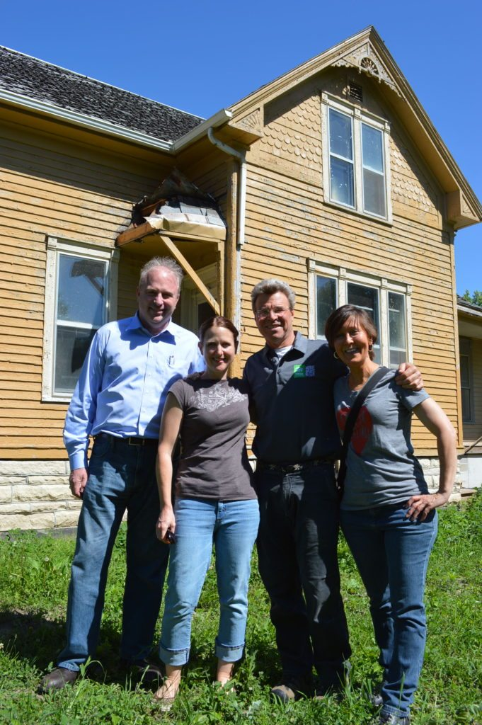"""Steve Thomas, (second from right) former host of """"This Old House,"""" met with Save CR Heritage members Cindy Hadish, Beth DeBoom and Jeffrey O'Brien on Tuesday, June 7, 2016, at the Frankie House in Cedar Rapids, Iowa."""