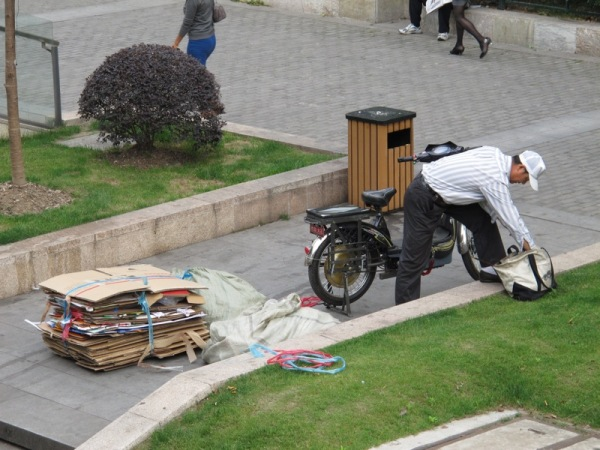 Beijing-China-Photograph-Man-Recycling-Life