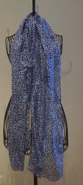 Indian-Silk-Blue-Dotted-Scarf-Madrid-Souvenir