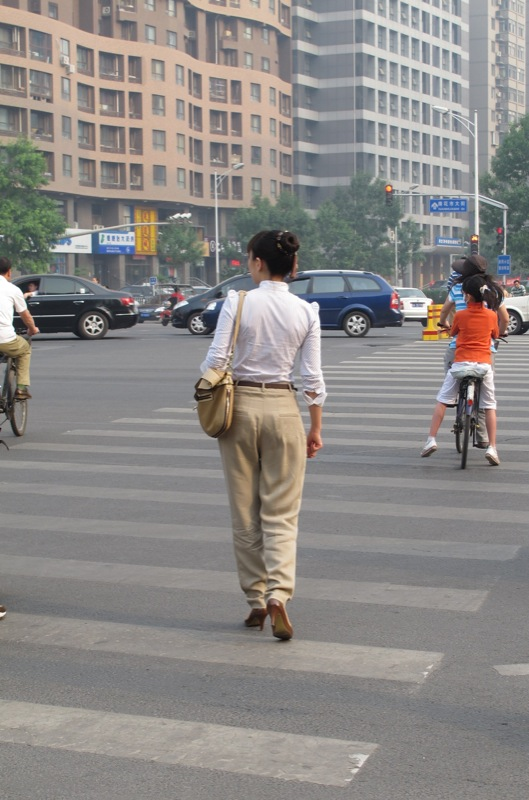 Shanghai-China-Photograph-Going-to-Work