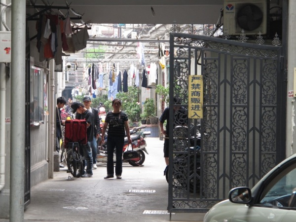 Shanghai-China-Photograph-Inside-Home-Alley-way