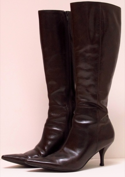 Wardrobe-Clothes-Closet-Boots-Heeled-Kitten-4