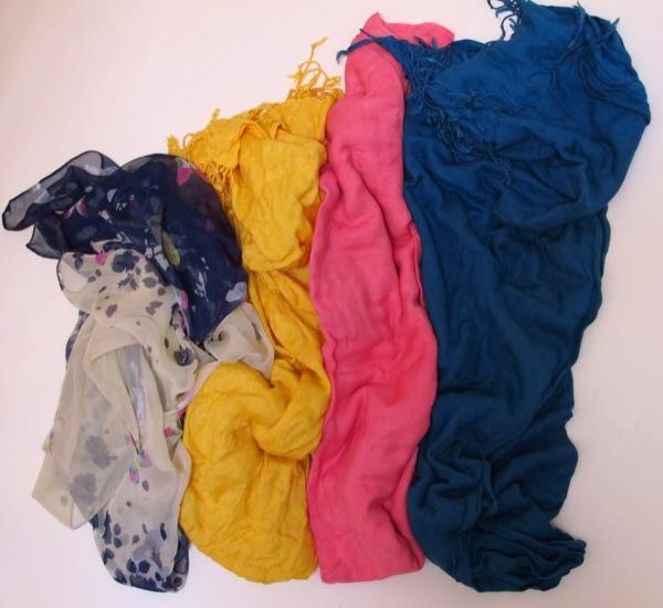 Wardrobe-Clothes-Closet-Scarf-2