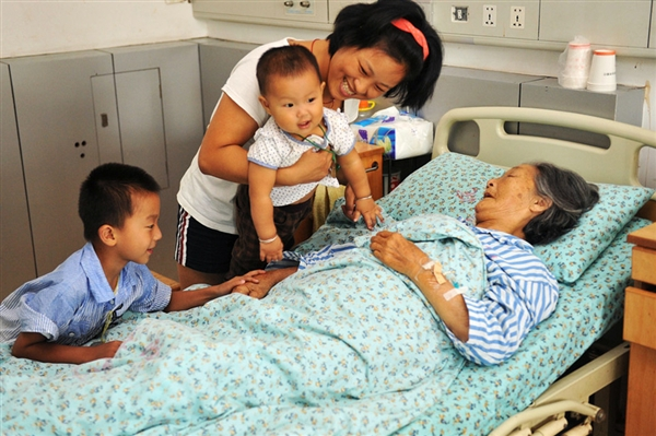 grandma-lou-xiaoying-babies-saving-china-lives