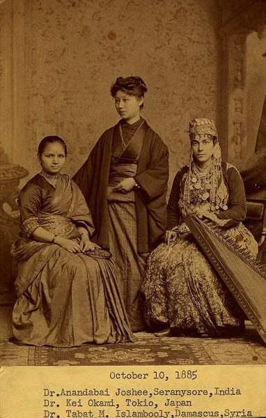 women-medical-students-in-1885