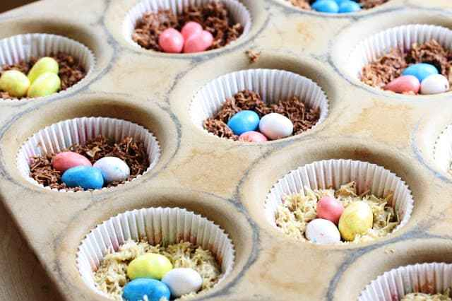 Chocolate Birds' Nests - Easy no cook treats made with only 5 ingredients for your spring party or Easter family gathering www.savingdessert.com