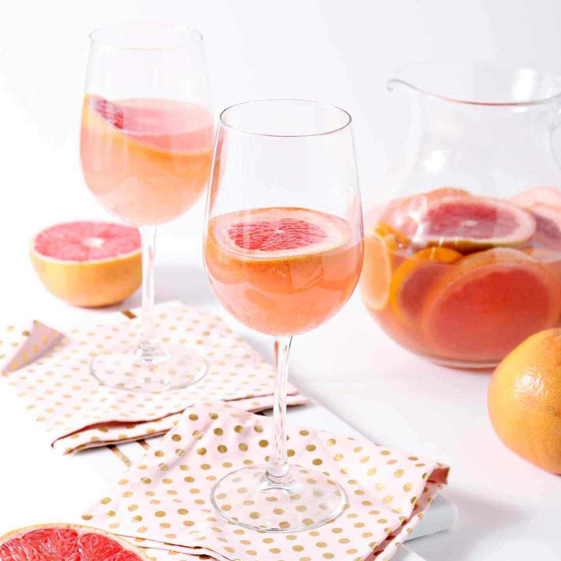 Put your pre-summer diet grapefruit to extra good use this month! You've gotta try this Sparkling Grapefruit Sangria from The Speckled Palate!