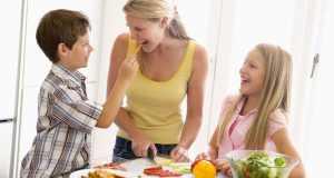 djeca jedu povrće