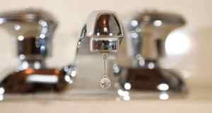 vode istječe iz pipe